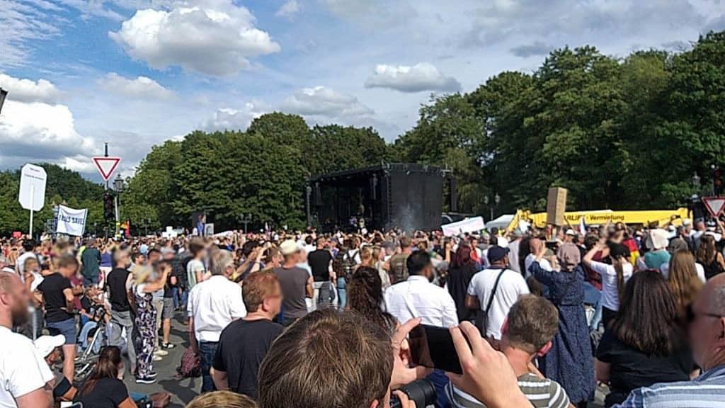 Menschenmenge vor der Kundgebung