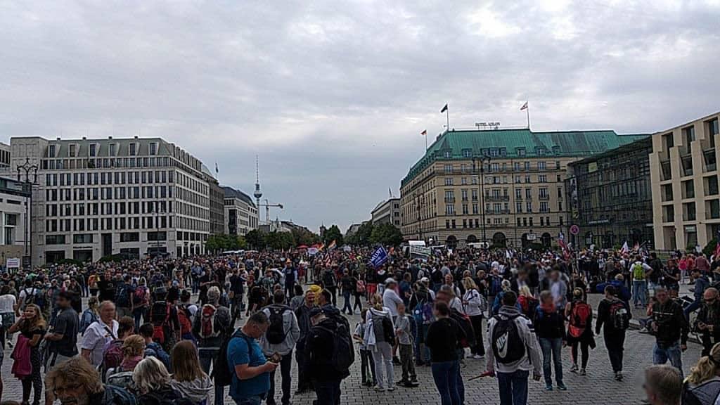 Demo - Menschenmenge vor Beginn